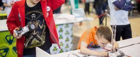 طلاب روس يتألقون في مهرجان الروبوتات السنوي (فيديو)
