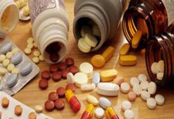 اعتقال موظف صحي بعد ضبط كميات كبيرة من المخدرات في منزله في سوق الشيوخ