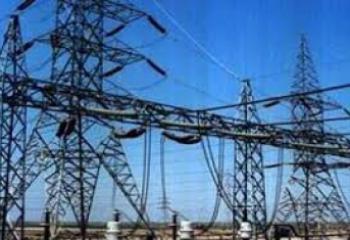 الكهرباء تنجز اعمال تاهيل الشبكات المتضررة نتيجة العواصف شمال الناصرية