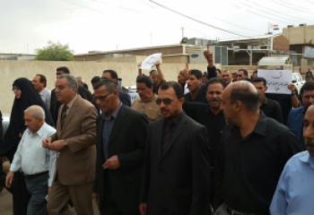 متظاهرون في الشطرة يطالبون بمحاكمة بعثي كبير من ابناء المدينة بعد ايام من اعتقاله