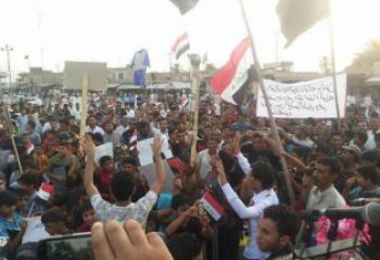 العشرات يتظاهرون في الغراف للمطالبة بتحسين الخدمات ومحاسبة المفسدين – تقرير مصور-