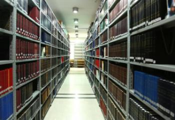 رجل دين يتبرع باكثر من ثلاثة الاف كتاب لاقامة مكتبة عامة في الاصلاح