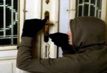 سطو مسلح ينتهي بخيبة امل ، لا اموال في المنزل فسرقوا مستمسكات صاحبه لمساومته