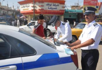 سائق مركبة مخالف يلوذ بالفرار بعد دهس رجل مرور في الناصرية