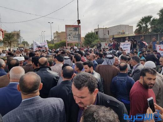 بالصور:العشرات يتظاهرون ضد الخصخصة في ذي قار