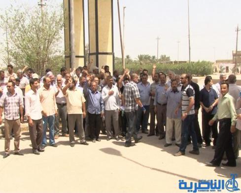 موظفو النسج في الناصرية يتظاهرون للمطالبة بتحسين مرتباتهم