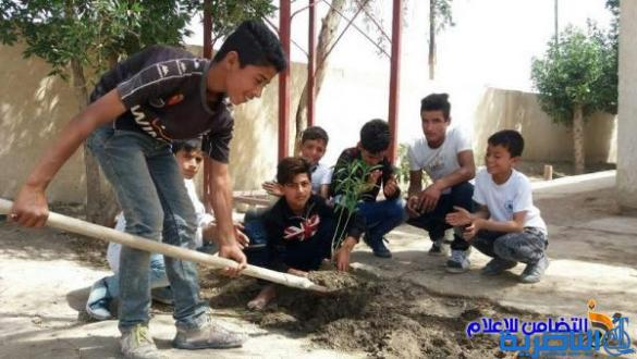 تلاميذ مدرسة التضامن الثالثة يزرعون مجموعة من الورود والأشجار