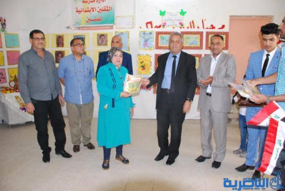 معرضا فنيا في مدرسة سعيد بن جبير الابتدائية في الناصرية