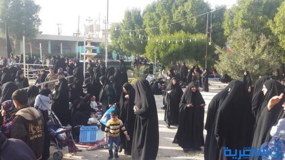 بالصور : المئات يتجمعون قرب مقام الامام علي في الناصرية احياء لشهادة النبي الاكرم