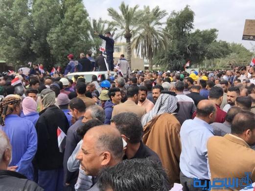 موظفو ماء ذي قار يتظاهرون للمطالبة بتحسين الرواتب - تقرير مصور -