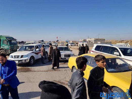 متظاهرون غاضبون يقطعون طريق (الجبايش - ناصرية ) للمطالبة بانجاز الممر الثاني منه - تقرير مصور-
