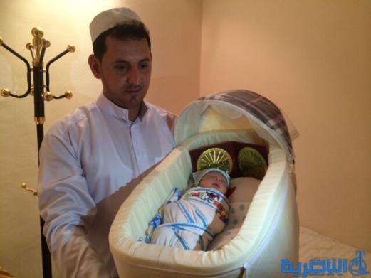 بالصور:امراة من حجاج ذي قار تضع مولودها في مكة المكرمة