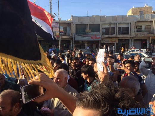 بالصور : العشرات يتظاهرون في الناصرية للمطالبات باصلاحات جذرية في العملية السياسية