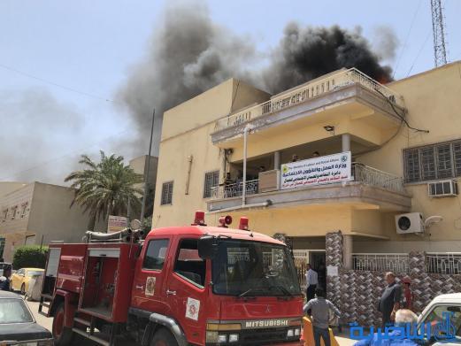 بالصور:اندلاع حريق في الطابق العلوي لدائرة قسم التقاعد والضمان الاجتماعي