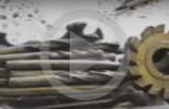 بالفيديو.. بيلاروسي يصنع أدوات مختلفة من الشوكولاتة!
