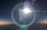 الكسوف الكامل للشمس من نافذة طائرة (فيديو)